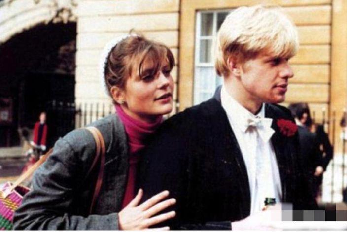 年輕的約翰遜與第一任妻子。