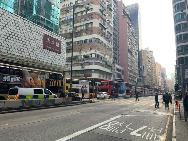 弥敦道出油麻地方向全线挤塞。