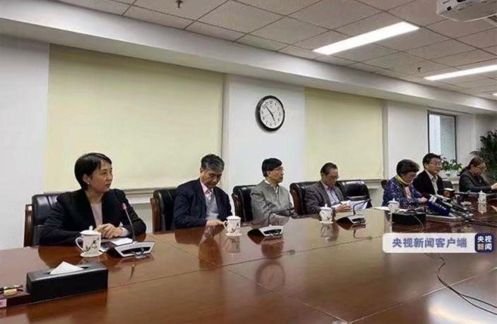 鍾南山等專家就肺炎綜合防控工作答記者問。