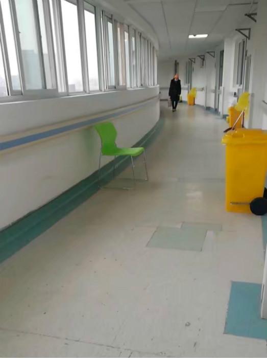 余東向記者提供的武漢市金銀潭醫院住院部南四樓環境照片。中國經營報