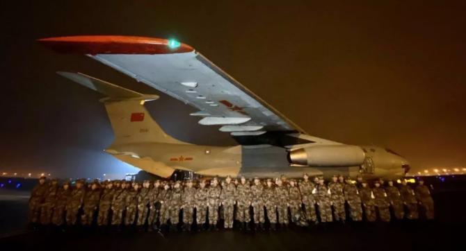第二軍醫大學150名人民解放軍的醫護人員,乘坐空軍包機直飛武漢
