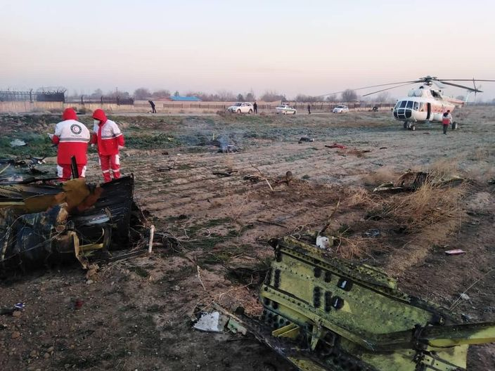肇事的乌克兰航空波音737 - 800客机残骸。 AP图片