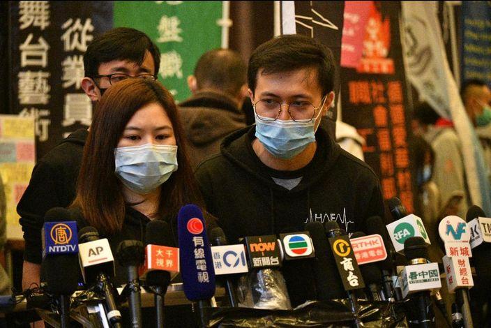 聲言辭職的醫管局員工陣線副主席羅卓堯(右)。
