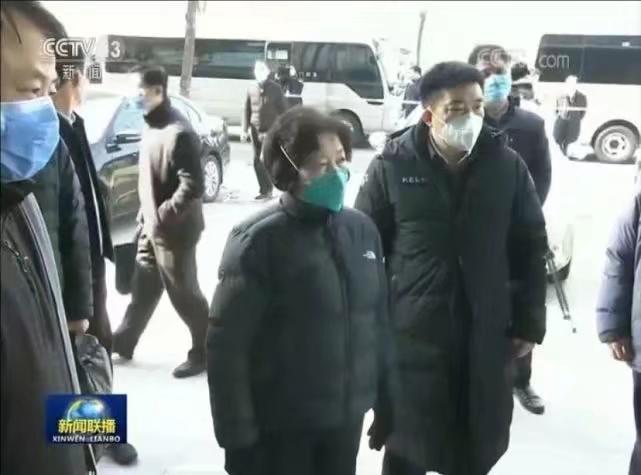孫春蘭副總理對方艙醫院進行實地考察。