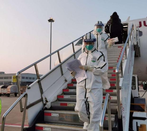 上海海關派員實施登臨檢疫。