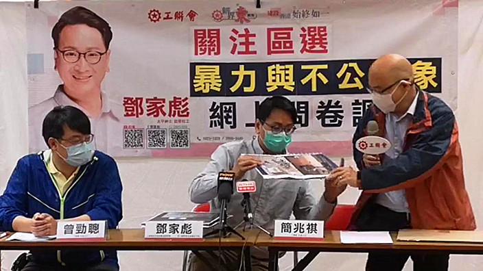 將軍澳尚德邨參選人簡兆祺(右1)憶述去年區議會選舉時的慘況。