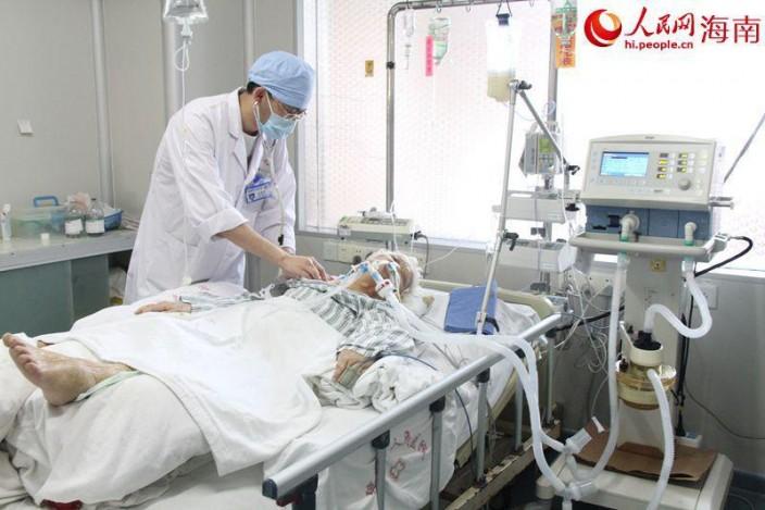 在醫院內呼吸機是救命裝置。
