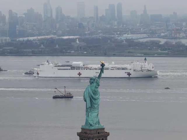 「安慰」號駛入紐約。
