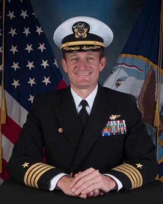 「羅斯福」號航母的艦長克羅澤爾。