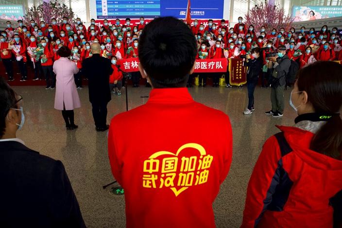 中國由今天起,逐步有序解封,新的時代開始了。(AP圖片)