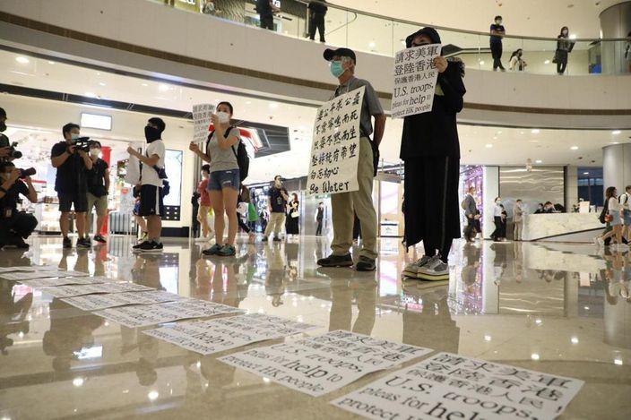 多人在IFC示威。
