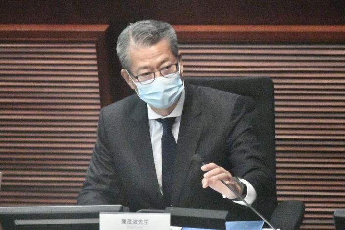 陳茂波出席立法會財經事務委員會會議。