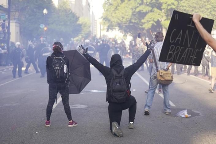 美國暴力騷亂持續。