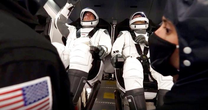 SpaceX「獵鷹 9 號」火箭成功發射,兩名航天員將進入太空站。AP圖片