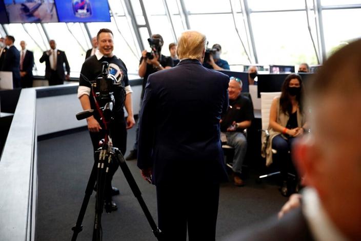 SapceX CEO馬斯克面對特朗普依然一臉意氣風發。AP圖片
