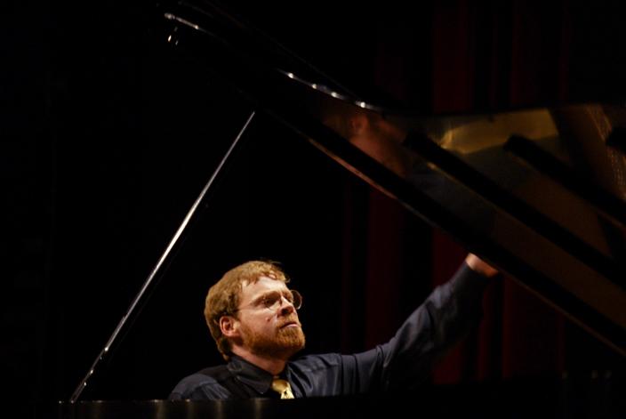 霍利也是鋼琴家,同時率先研發音樂軟件。MIT Media Lab圖片