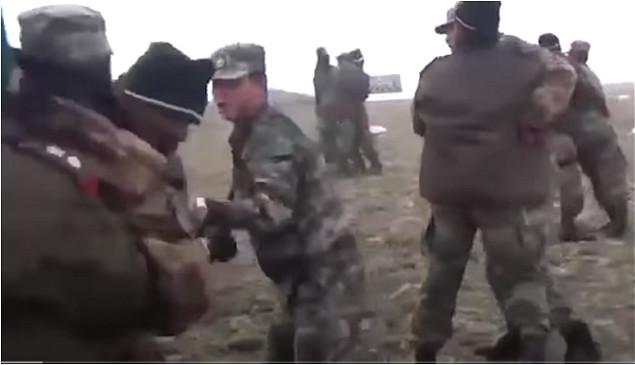 中印士兵在边境时有冲突。