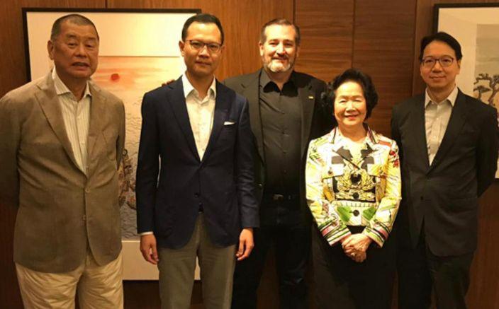 去年10月12日克魯茲(中)和黎智英(左1)和陳方安生(右2)等見面,據說雙方討論了美國「第二階段」的制裁名單和策略。美國共和黨海外事務組織行政總裁俞懷松推特圖片。