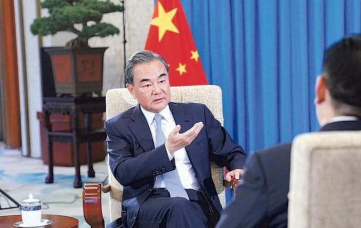 王毅接受新華社專訪時表示 ,「中方將以冷靜和理智,來面對美方的衝動和焦躁。」新華社圖片