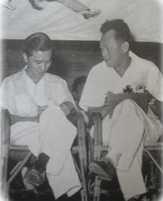 新加坡國父李光耀(右)與社會主義陣線領導人林清祥(左)曾經是盟友。