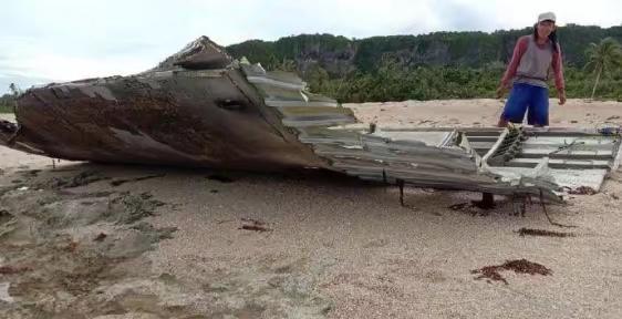 大片長征五號運載火箭燃料艙的殘骸。