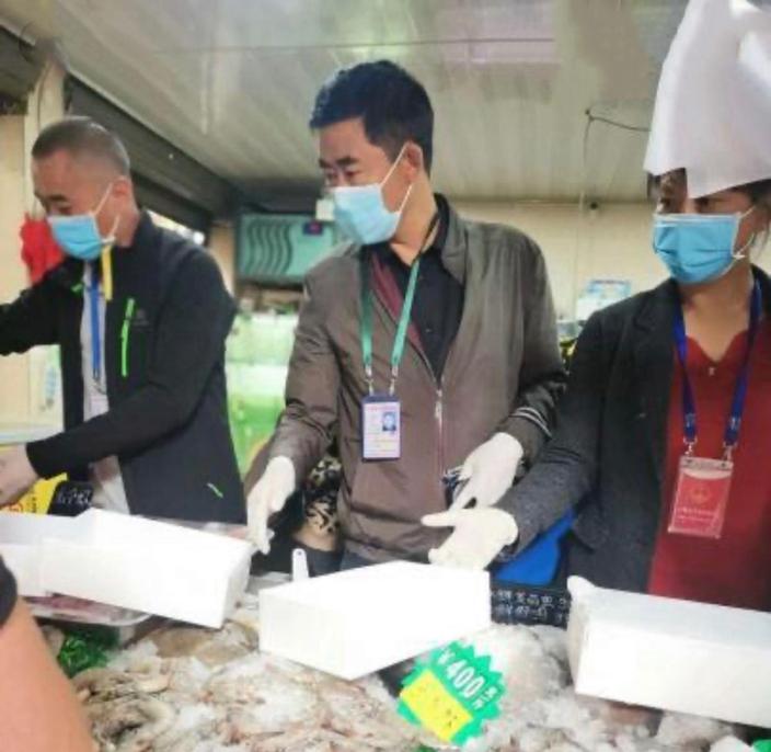 厄瓜多爾凍南美白蝦驗出新冠病毒。