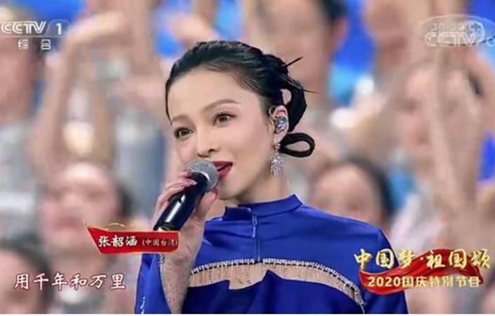 張韶涵全程笑容燦爛。