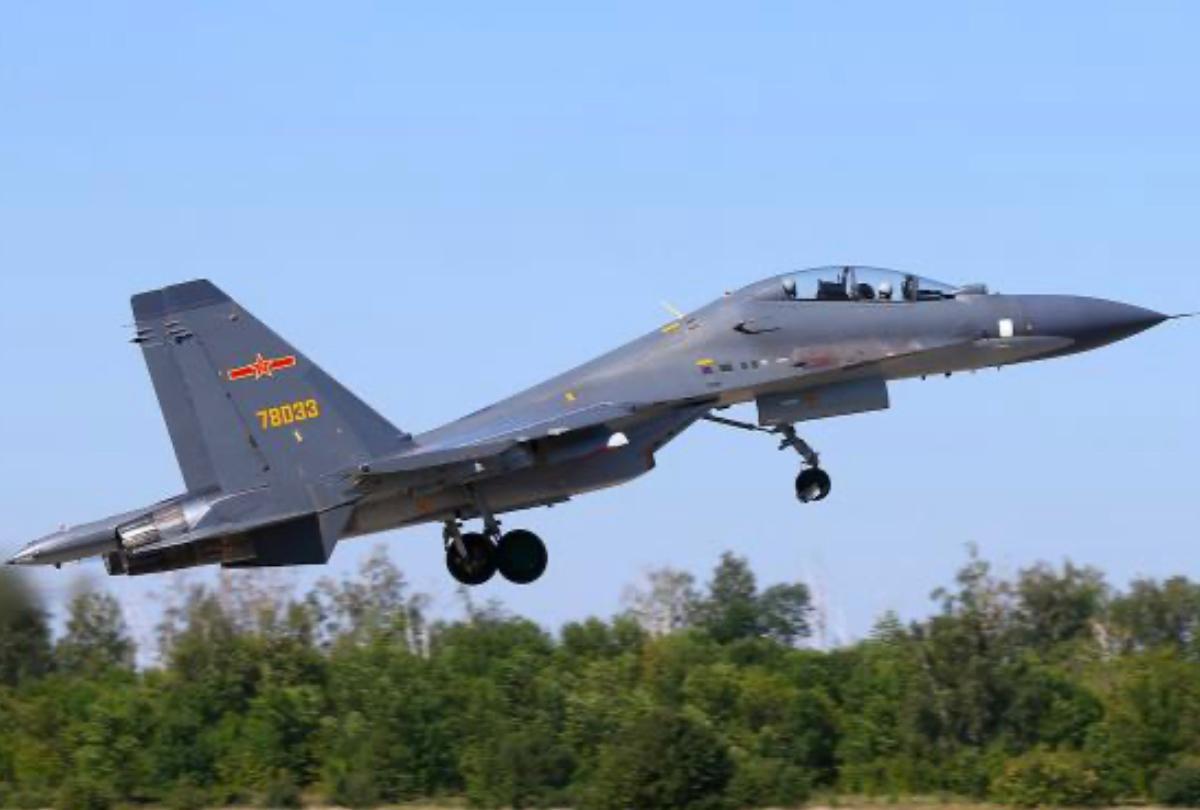 大陸軍機最近經常繞台巡航,日前更首次喊話:「我國台灣地區」。資料圖片