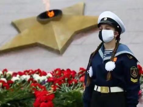 俄羅斯軍人也高度防護。