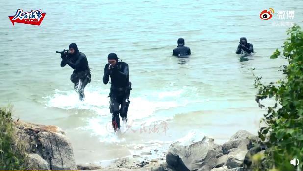 央視播出海軍陸戰隊搶灘登陸畫面。視頻截圖