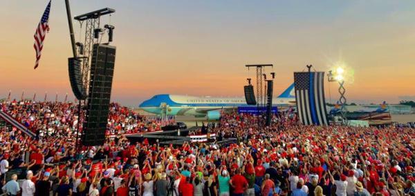 特朗普在佛羅里達州的競選集會現場。