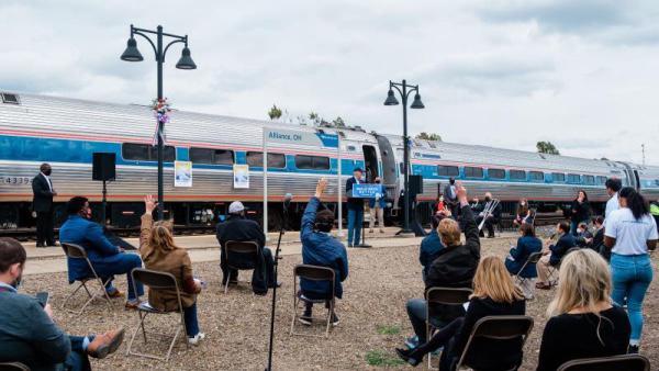同一時間,拜登在俄亥俄州競選集會現場。