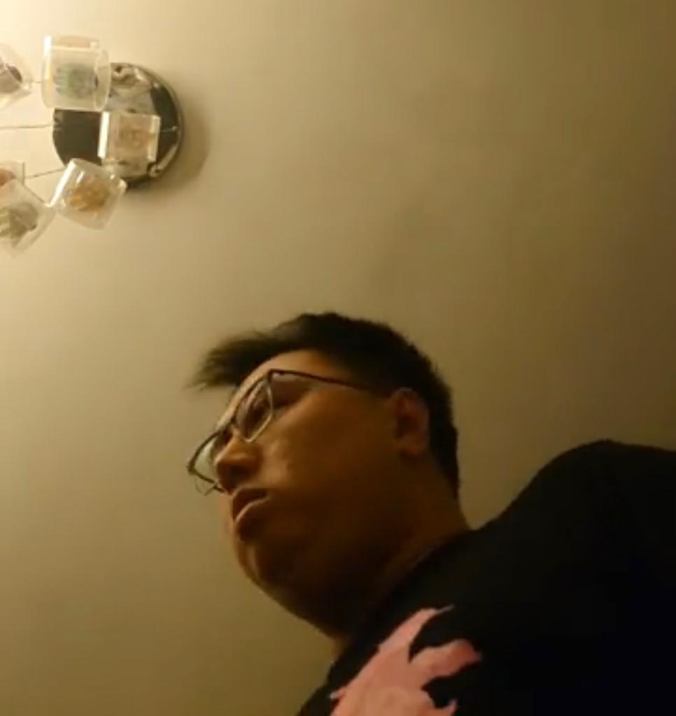 王百羽在facebook上載短片,拍攝被捕過程。