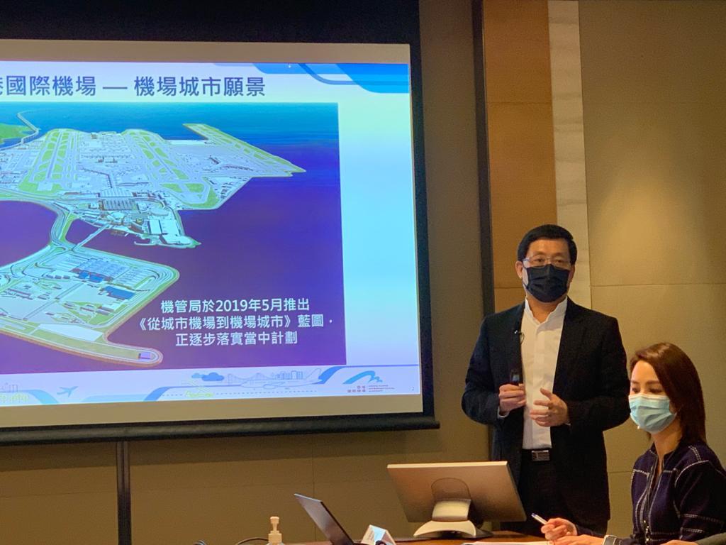 """林天福介绍机管局未来的大计,将会发展""""机场城市""""。"""