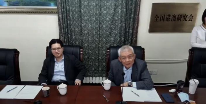 全國港澳研究會會長徐澤(圖右)要集中解決港深兩地協作問題。