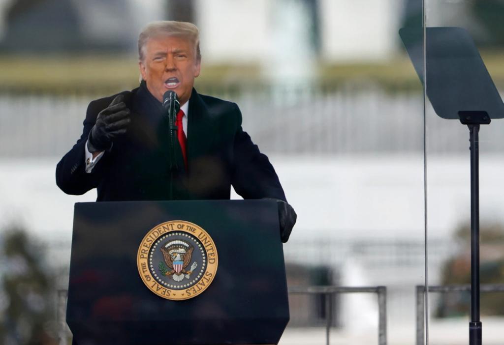 特朗普在國會外的集會上發言,令支持者情緒高漲。AP圖片