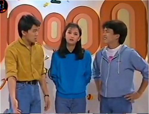 星哥(左1)和曾华倩(中)一起主持儿童节目。