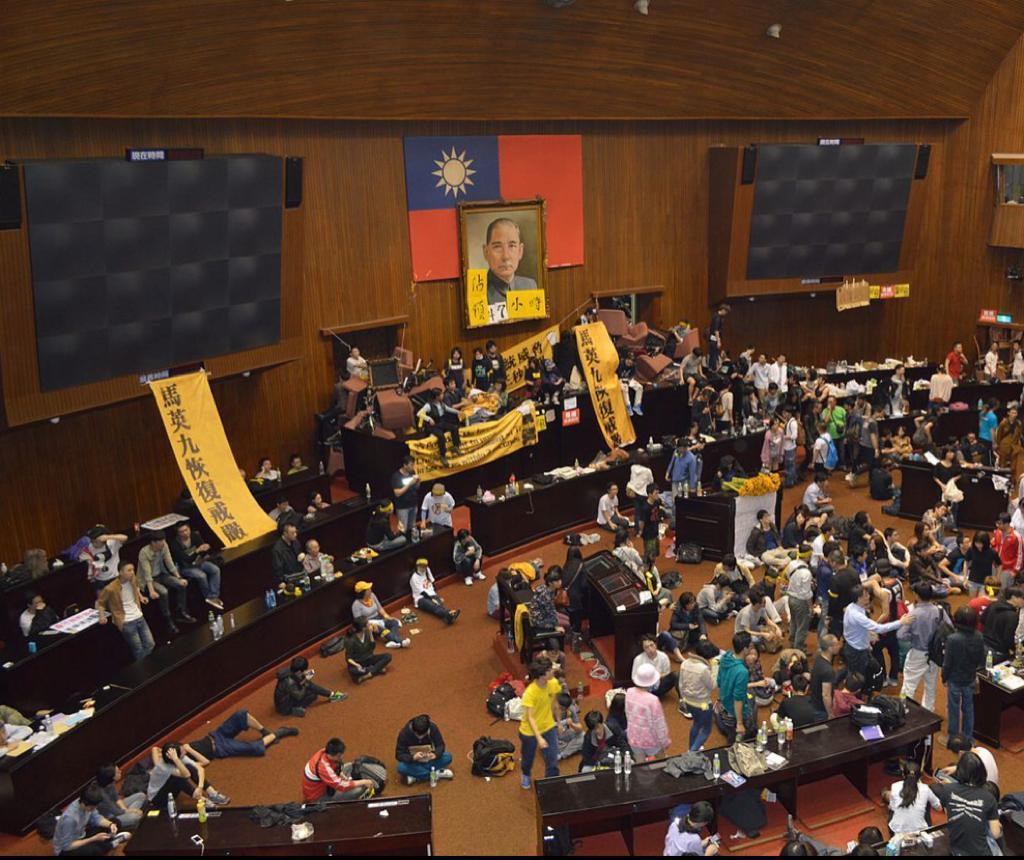 2014年台灣的「太陽花學運」,佔領立法院20多天。