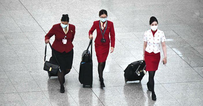 过去本地的机组人员抵港后并不需要去酒店隔离。