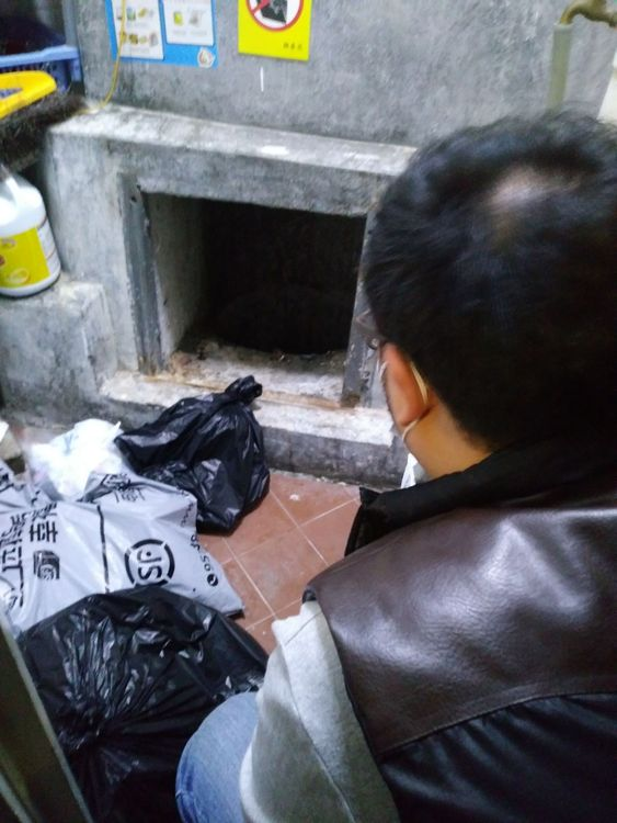 4年前马鞍山锦泰苑发生清洁工堕入槽内窒息死亡事件,当局到场调查。