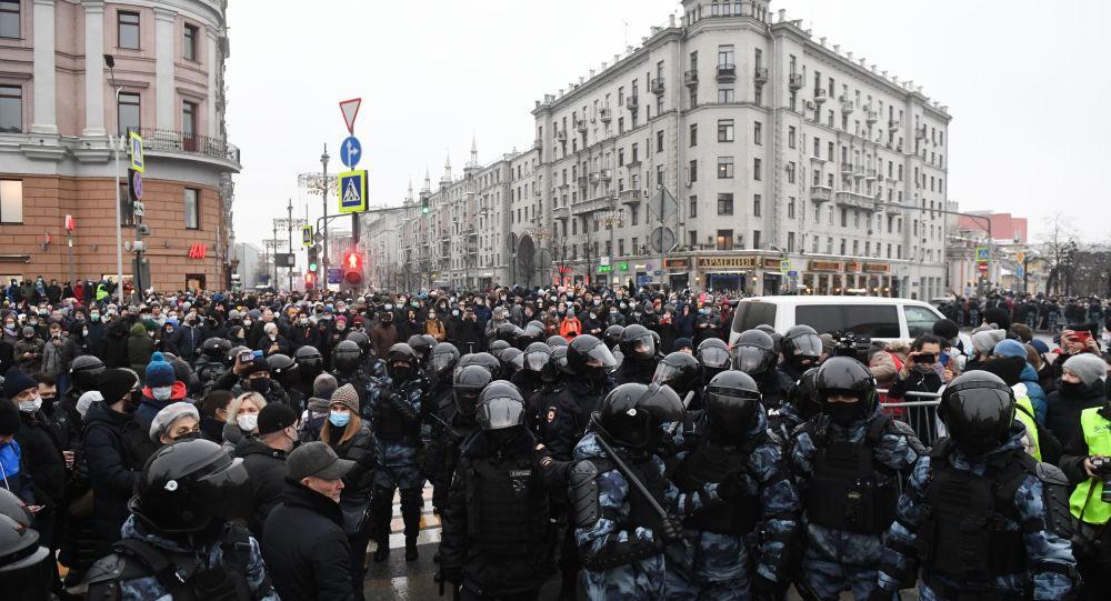 莫斯科普希金廣場,爆發了大規模的非法集會。