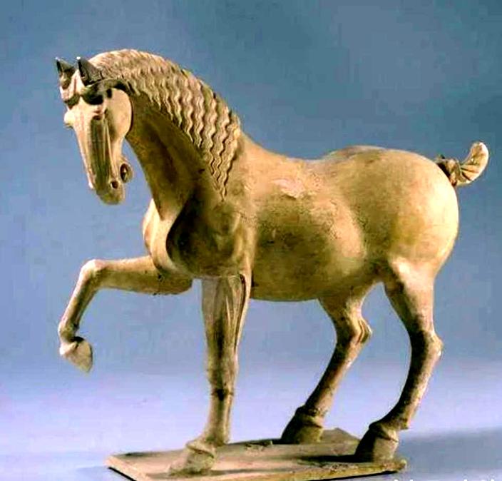 唐舞馬陶俑。