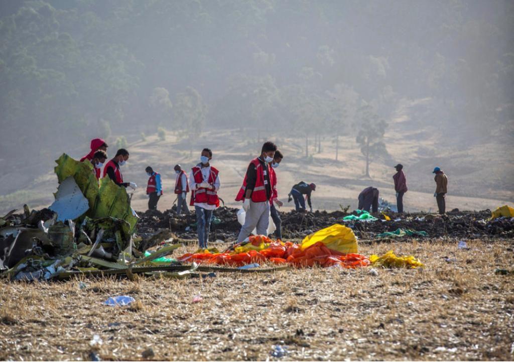 埃塞俄比亞航空失事後的現場。AP圖片