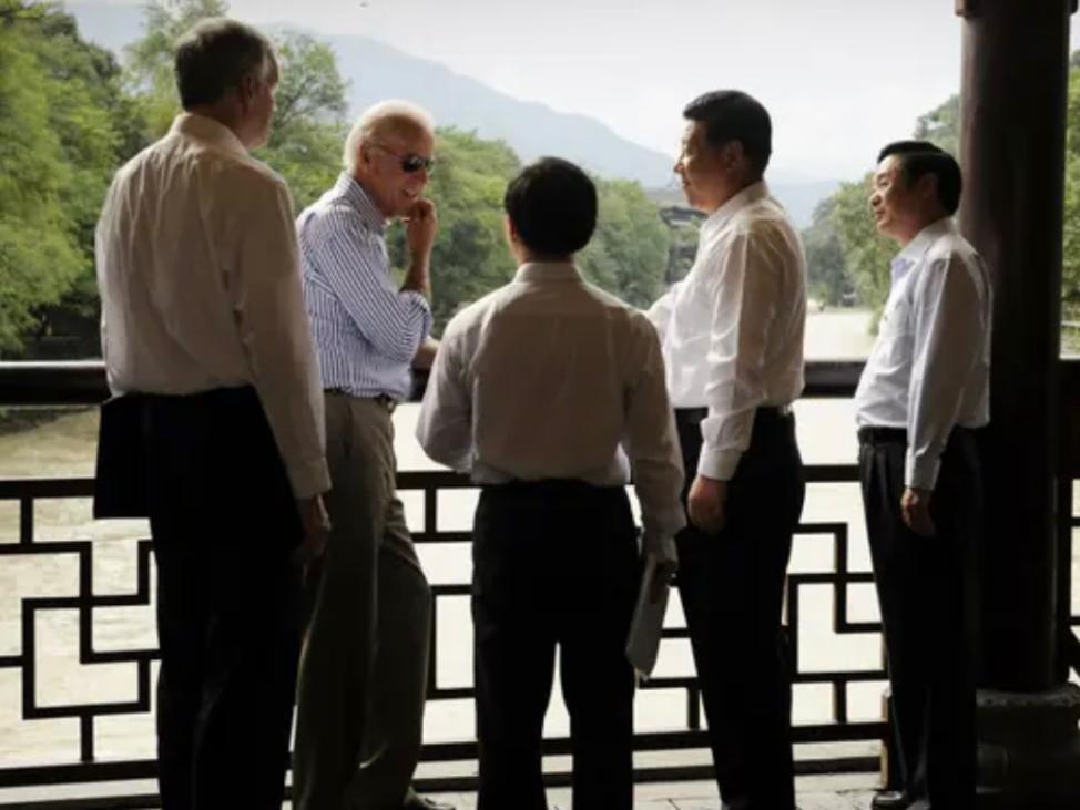 2011年,美國副總統拜登在中國都江堰會見了時任中國國家副主席的習近平。