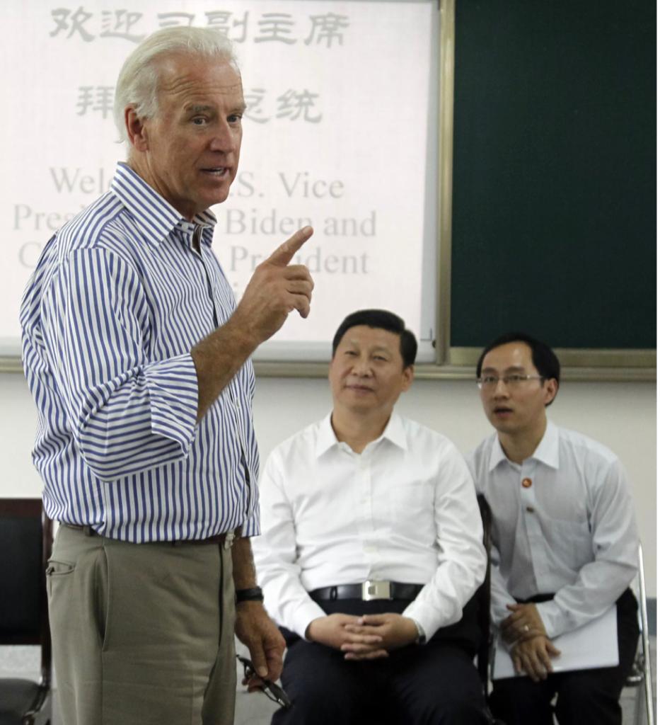 拜登當時和習近平一起去探訪中國的高校。