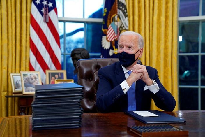 美国总统拜登正忙于修正上任留下的问题。(AP图片)