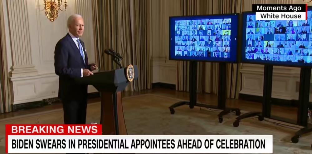 拜登對新上任官員發表講話。
