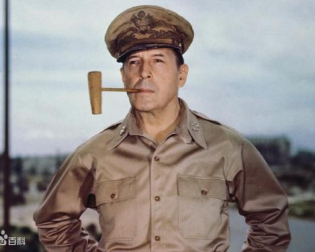 麥克阿瑟將軍。