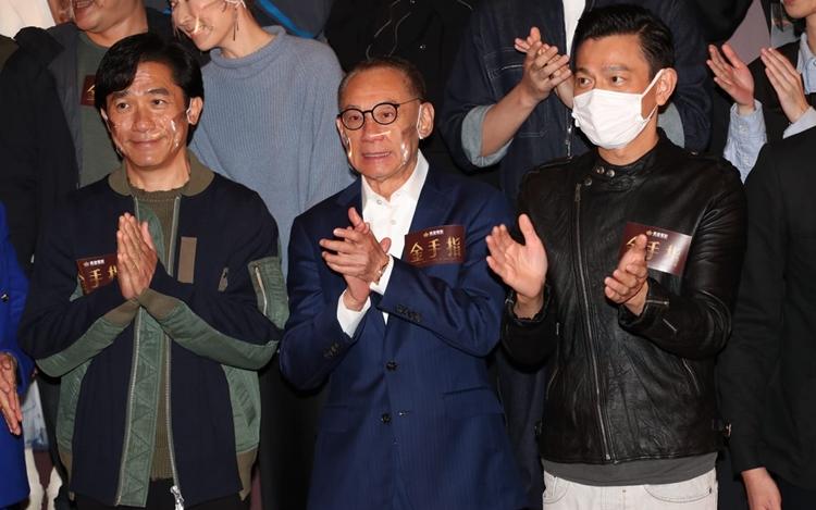 杨受成(中)请来两天王梁朝伟(左)及刘德华新右)再度合作。