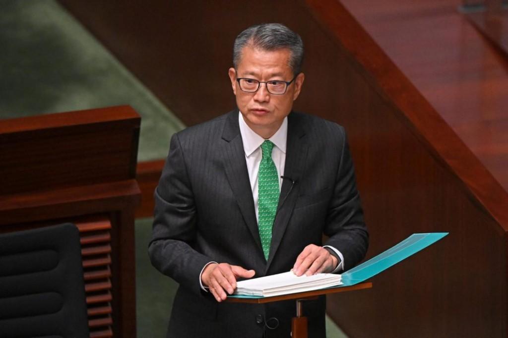 財政司司長陳茂波宣讀預算案。